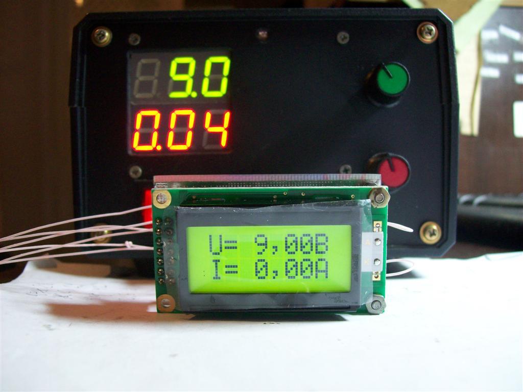 Вольтамперметр очень простой, на ATtiny26, позволяет мерить напряжение до 32 вольт, ток до 12А.  Подробно.